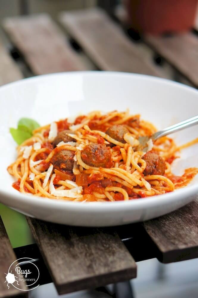 Spaghetti with worm burger meatballs
